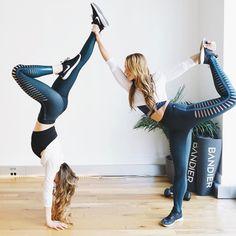 Helpful Tips on Choosing Yoga Gear Yoga Poses For Two, Partner Yoga Poses, Cool Yoga Poses, Fitness Inspiration, Yoga Inspiration, 2 Personen Stunts, Sister Poses, Yoga With Adriene, Buddy Workouts