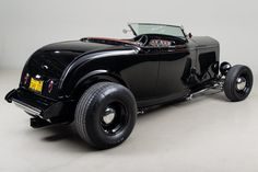 1932 Ford Roadster HighBoy VIN: This was originally built by one of America's foremost illustrators of hot rod art, Darrell Mayabb. Cool Trucks, Cool Cars, Hot Rod Autos, Vintage Cars, Antique Cars, 1932 Ford Roadster, Plastic Model Cars, Us Cars, Ducati