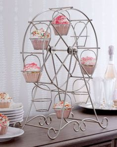 I don't know where to find this cupcake ferris wheel, but it's so cool!