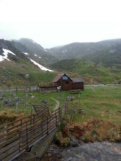 On the way up to Lysefjorden.  Photo Mark Meberg.