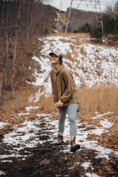 Cute Winter Camping Outfits Ideas For Womens Camping is a fun and exciting hobby that many people enjoy. During the winter, it is important that you take […] Camping Outfits For Women, Outfits For Teens, Camp Outfits, Cowgirl Outfits, Work Outfits, Mary Kate Robertson, Granola Girl, Spring Girl, Winter Camping