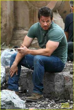 . Actor Mark Wahlberg, Mark Roberts, Handsome Actors, No One Loves Me, American Actors, Gorgeous Men, Bellisima, Comedians, Movie Stars