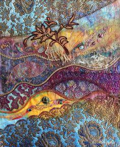Aventures Textiles: Panneau de lin peint, dentelle et cabochons de ver...