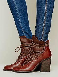 omg LOVE these ~ Lucas Lace Up Boot Stivali Con Lacci 8e852d3a8ab