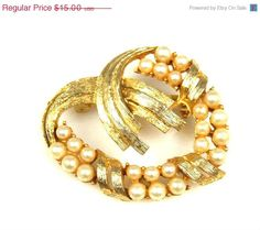 Summer Sale Vintage Imitation Pearl Curved Brooch