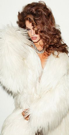 Luxury and opulence luxury & opulence, 2019 fur fashion, Fashion Moda, Fur Fashion, White Fashion, Style Fashion, Fabulous Furs, Glamour, Fancy, Shades Of White, White Fur