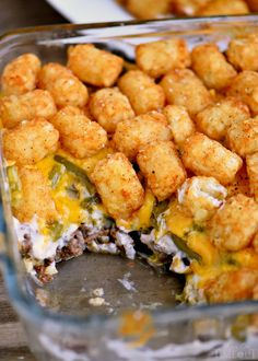The BEST Tater Tot Casserole. Truly the BEST Tater Tot Casserole around! Layers of amazing flavor combine for an easy and delicious dinner any night of the week! Tater Tots, Tator Tot Casserole Recipe, Casserole Recipes, Tater Tot Recipes, Hamburger Casserole, Tator Tot Cassarole, Tatortot Hotdish, Cheeseburger Tater Tot Casserole, Brunch Casserole
