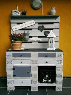 Grey Painted Pallet Potting Bench with Drawers - Genius Pallet Ideas