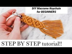 I made this keychain tutorial for someone who has no idea what the Clovehitch or half hitch knot is. So I show you step-by-step exactly how to tie the knot f. Diy Crafts Keychain, Diy Keyring, Keychain Ideas, Macrame Tutorial, Bracelet Tutorial, Diy Bracelet, Diy Tutorial, Half Hitch Knot, Chevron Friendship Bracelets