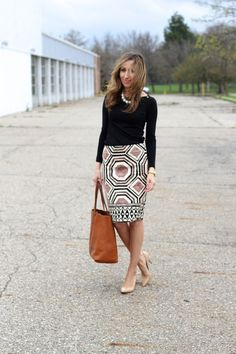 Long sleeve black t // statement necklace // pattern skirt // heels Work Fashion, Modest Fashion, Fashion Outfits, Business Casual Outfits, Office Outfits, Office Attire, Skirt Outfits, Cute Outfits, Look Formal