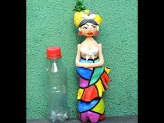 Air dry clay and Waterbottle Lady - Videotutorial step by step Reuse Plastic Bottles, Plastic Bottle Flowers, Plastic Bottle Crafts, Plastic Art, Diy Bottle, Bottle Art, Garrafa Diy, Diy And Crafts, Crafts For Kids