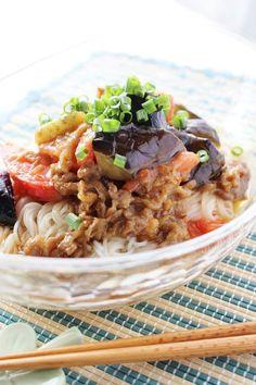 ナスとトマトの肉味噌ソーメン by さっちん (佐野幸子) 「写真がきれい」×「つくりやすい」×「美味しい」お料理と出会えるレシピサイト「Nadia | ナディア」プロの料理を無料で検索。実用的な節約簡単レシピからおもてなしレシピまで。有名レシピブロガーの料理動画も満載!お気に入りのレシピが保存できるSNS。