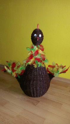 Veľkonočná sliepka :-) Výška 59 cm, cez krídla 64 cm a priemer košíka 26 cm :-)