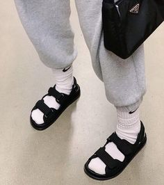 Emma rose on when you have to grocery shop but also need to break in your new shoes clothes combinations kyafet kombinleri Dr Shoes, Hype Shoes, Me Too Shoes, Shoes Heels, Socks And Sandals, Sneakers Mode, Sneakers Fashion, Fashion Shoes, Urbane Fotografie