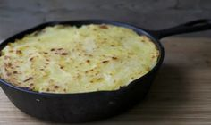 Cast Iron - Straight Outta My Kitchen South American Dishes, Latin American Food, Chilean Recipes, Chilean Food, Yummy Snacks, Yummy Food, Healthy Fridge, Cottage Pie, Bread Machine Recipes