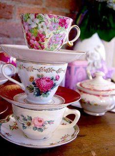 Teacups ...♥♥...  Porcelana