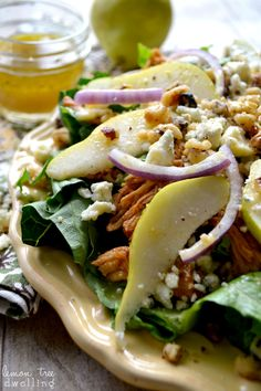 BBQ Chicken, Pear Gorgonzola Salad - a great way to use up leftover chicken! Substitute seeds for nut free Salad Bar, Soup And Salad, Vinaigrette, Pear Gorgonzola Salad, Shredded Bbq Chicken, Cooking Recipes, Healthy Recipes, Healthy Salads, Sandwiches