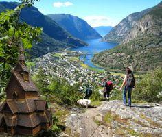 Laerdal - Sogn og Fjordane, Norway. Click to Watch > http://destinations-for-travelers.blogspot.com.br/2014/01/laerdal-southwestern-sogn-og-fjordane-norway.html