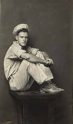 soldier portrait mike disfarmer very handsome young man Mike Disfarmer photographer photography vintage black white portraits Vintage Photographs, Vintage Images, Vintage Men, Vintage Gentleman, Vintage Black, Gas Station Attendant, Vintage Sailor, Photos Originales, History Of Photography