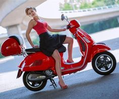 Piaggio Scooter, Scooter Motorcycle, Motorbike Girl, Vespa Lambretta, Scooter Scooter, Motorcycle Girls, Motor Scooters, Vespa Scooters, Red Vespa