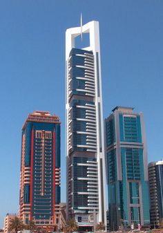 Dynamic Architecture Tower, Dubai, UAE designed by David Fisher of Dynamic Architecture :: 80 floors, hieght :: vision Dynamic Architecture, Futuristic Architecture, Beautiful Architecture, Architecture Design, Interesting Buildings, Amazing Buildings, Modern Buildings, Building Structure, My Building