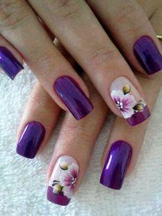 unhas decoradas com flores roxo