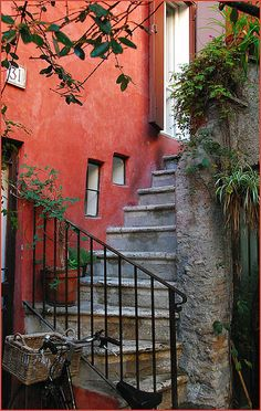 A quiet and simple beauty in Rome.