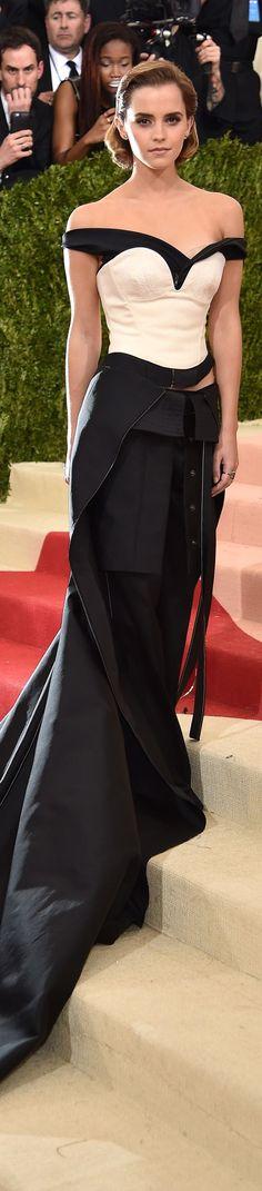 Emma Watson veste Calvin Klein Collection - MET Gala 2016