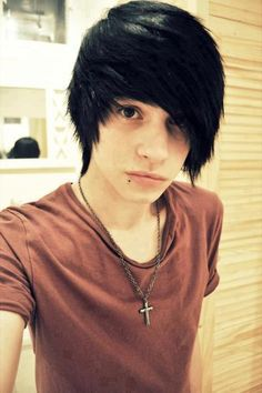 emo hair me gusta es mucho! Cute Emo Guys, Hot Emo Boys, Emo Girls, Emo Hair Guys, Hot Guys, Emo Hairstyles For Guys, Scene Hairstyles, Formal Hairstyles, Wedding Hairstyles