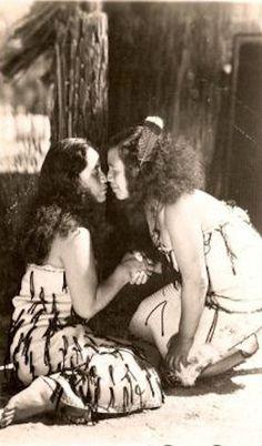 Na Wahine.Te Hongi Welcome in New Zealand it is how we ay Hello Kia Ora! Polynesian People, Polynesian Art, Maori Tribe, Zealand Tattoo, Maori People, Long White Cloud, Ghost In The Machine, Maori Art, First Nations