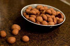 De allerlekkerste pepernoten/kruidnoten maak je zelf! We hebben een heel lekker en simpel recept voor jou om zelf kruidnoten te maken.