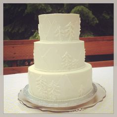 Mountains and trees wedding cake