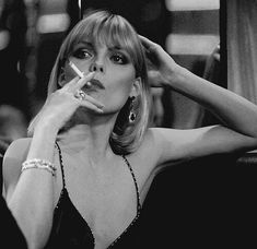 scarface e michelle pfeiffer imagem no We Heart It Elvira Hancock, Elvira Scarface, Michelle Pfeiffer Scarface, Gorgeous Women, Beautiful People, Foto Instagram, Old Hollywood Glamour, Elle Fanning, Charlize Theron