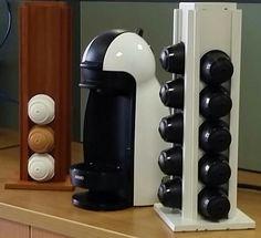Suporte para cápsulas Dolce Gusto. Feito em madeira.  Totalmente artesanal.  Uma ótima opção para presentear ou para enfeitar sua casa.  Super prático!  Capacidade: 24 cápsulas. Acabamentos: Verniz Fosco / Esmalte Sintético / Cera  Encomendas: madeirasnogueira@gmail.com  ou (61)9118-8745 (Whatsapp)  #cherici #dolcegusto #cafe #presente #artesanal #artesanato #handmade #feitoamao #coffee #coffeetime #nestle #nestledolcegusto #madeinbsb
