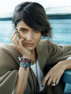 Bronze make up. (Helena Christensen)