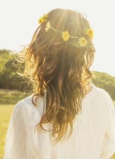 """Blumen im Haar und weiße Hippie-Kleider: Das ist der """"Dresscode"""" jeder Midsommer-Party"""