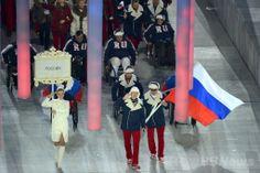 フィシュト五輪スタジアム(Fisht Olympic Stadium)で行われたソチ冬季パラリンピック開会式で入場するロシア選手団(2014年3月7日撮影)。(c)AFP/KIRILL KUDRYAVTSEV ▼8Mar2014AFP|クリミア危機の中、プーチン露大統領がパラリンピックを開会 http://www.afpbb.com/articles/-/3009987 #Sochi2014 #Paralympic