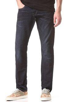 Die Radar Tapered Pant von G-STAR vereint die typischen Elemente des Tapered Fit mit einer kleinen Note Baggy. Die weiter unten angesetzten Seitentaschen geben dieser Jeans die Lässigkeit schlechthin und macht sie zum ultimativen Begleiter. Features: Kontrastnähte, Festes Material, Strapazierfähiges Material, Gesäßtaschen, Seitentaschen, Münztasche, 5-Pocket Style, Button-Fly Pant, Hosenbund mi...