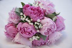 Mi precioso ramo de novia con peonias en dos tonos de rosas :)