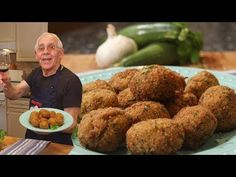 Hello Everybody! Today I am sharing with you my zucchini meatballs recipe! These… Hello Everybody! Today I am sharing with you my zucchini meatballs recipe! These are an alternative to regular meatballs, replacing the meat Italian Chef, Italian Dishes, Italian Recipes, Italian Cooking, Zucchini Meatballs, Meatless Meatballs, Meatballs 4, Jelly Meatballs, Vegetable Recipes
