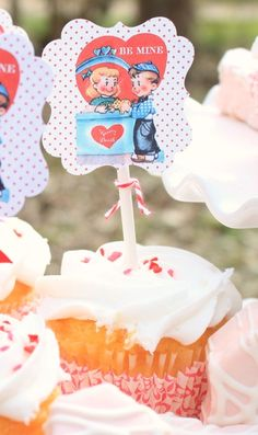 #cupcakes Vintage cupcake toppers     If you like this pin, re-pin or like it :)   http://subjectbase.com