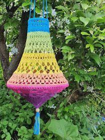 Lindevrouwsweb: Kroonluchter Norah haken Creative Crafts, Fun Crafts, Crochet Designs, Crochet Patterns, Diy Laine, Crochet Lamp, Yarn Bombing, Crochet Fashion, Hippie Chic
