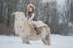 #sweetjuniperphotography #winterfamilysession #miniaturehorses #dreamlife #liveforthemagic #styledshoot #flowercrown #princesslife #wintershoot #snowsession #winterwonderland