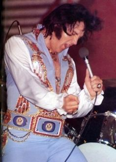 "May 29 1976  Myriad Center Arena, Oklahoma City, Oklahoma  8:30PM The crowd was 15,300  wore the ""Blue egyptian bird"" suit with original belt."