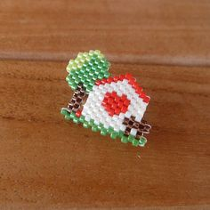 PIN beading House with tree-weaving brickstitch Beading Projects, Beading Tutorials, Peyote Patterns, Beading Patterns, Beaded Banners, Baubles And Beads, Peyote Beading, Beaded Animals, Bijoux Diy
