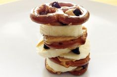 Pretzel Stack - this looks like a fun snack for the kids!Snack Pretzel Stack - this looks like a fun snack for the kids! Snacks To Make, Healthy Snacks For Kids, Healthy Treats, Yummy Snacks, Snack Recipes, Yummy Food, Snacks Kids, Healthy Foods, Study Snacks