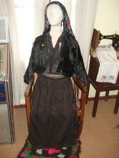 soufli-gr: Η παραδοσιακή ενδυμασία του Σουφλίου Greek Traditional Dress, Greek Costumes, Folk Costume, Greeks