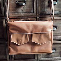 Les folies de Cajumy sur Instagram: Besace Zip-zip by @patrons_sacotin sur commande. Réalisée en #similicuir #cuivré et coton. #sacamain #faitmain #handmade #sewing