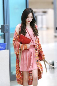 Taeyeon I love her outfit! Snsd Airport Fashion, Taeyeon Fashion, Kpop Fashion, Korean Fashion, Girl Fashion, Sooyoung, Yoona, Girls Generation, Casual Chic