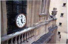 Cadran / horloge Bodet installé à Paris, Église Sainte-Élisabeth-de-Hongrie.